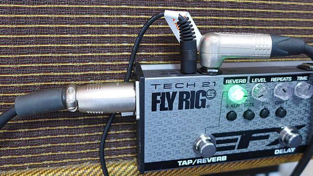 TECH21 / FLY RIG 5 V2 のXLRアウトとラインアウト