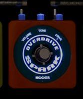 MooerのSparkシリーズはロゴが光るので暗いテージでも視認性抜群!