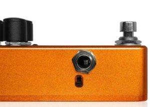 One Control Marigold Orange OverDriveのFLAT/MIDの切り替えスイッチ