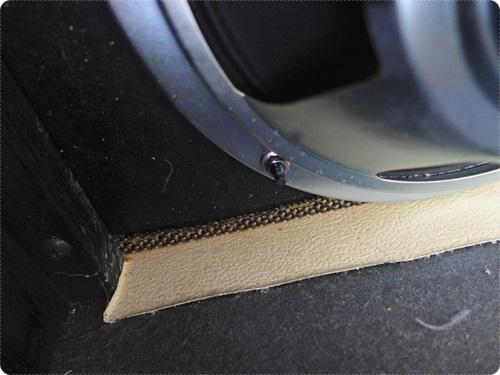 フェンダーアンプに多いナット固定タイプ