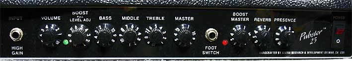 ギターアンプのコントロールパネル