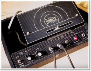 テープエコーのサウンドを再現したディレイとブースター