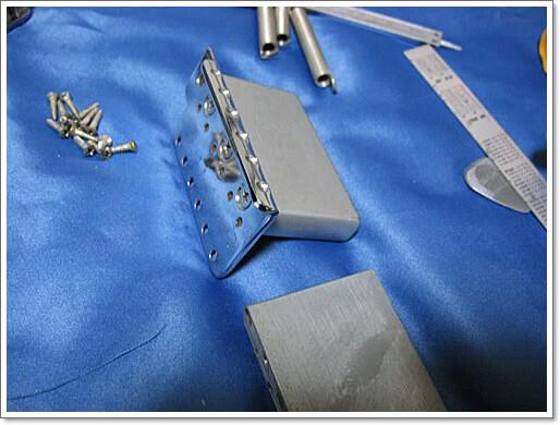 鉄製のシンクロナイズドトレモロ用のブロックは音質改善に効果的