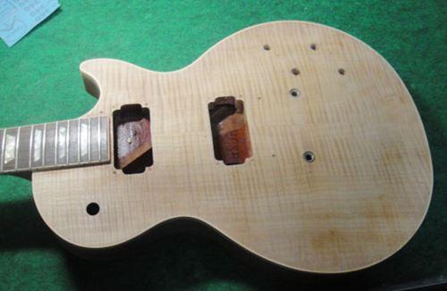 Gibson LesPaul Reissue(1988年製)の塗装剥離終了1
