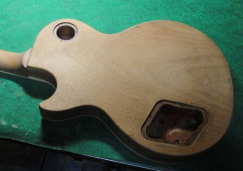 Gibson LesPaul Reissue(1988年製)の塗装剥離終了2