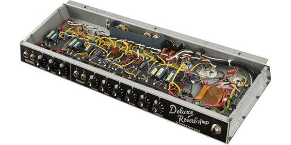 FENDER 64 CUSTOM DELUXE REVERBはハンドワイヤードを採用