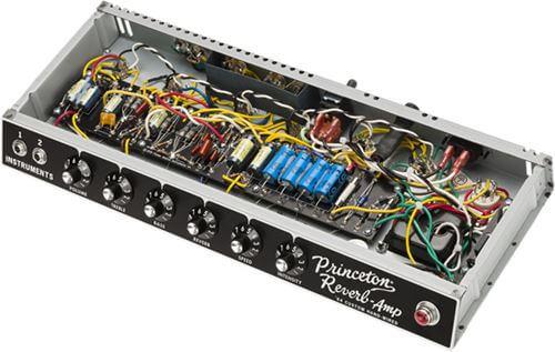 ハンドワイヤードで組まれた FENDER 64 Custom Princeton Reverb