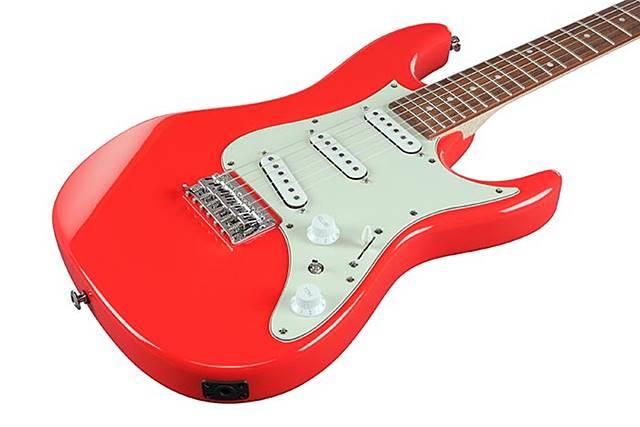 Ibanez AZES31は3シングルコイル配列のギター