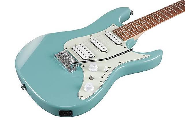 Ibanez AZES40はSSH配列のギターです